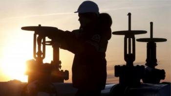 أسعار النفط تتراجع رغم قرار أوبك تمديد خفض الإنتاج