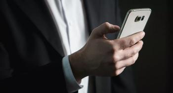 خبيرة تتحدث عن فوائد ألعاب الهاتف