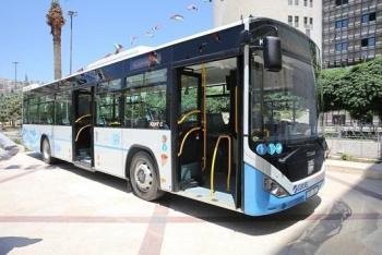 طرح استثمار شاشات إعلانية في حافلات باص عمّان