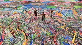 دبي تحتضن عملاً فنياً جديداً بحجم ملعبين لكرة القدم