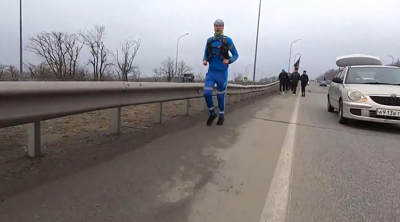 مهندس كهرباء يركض من شرق روسيا إلى غربها