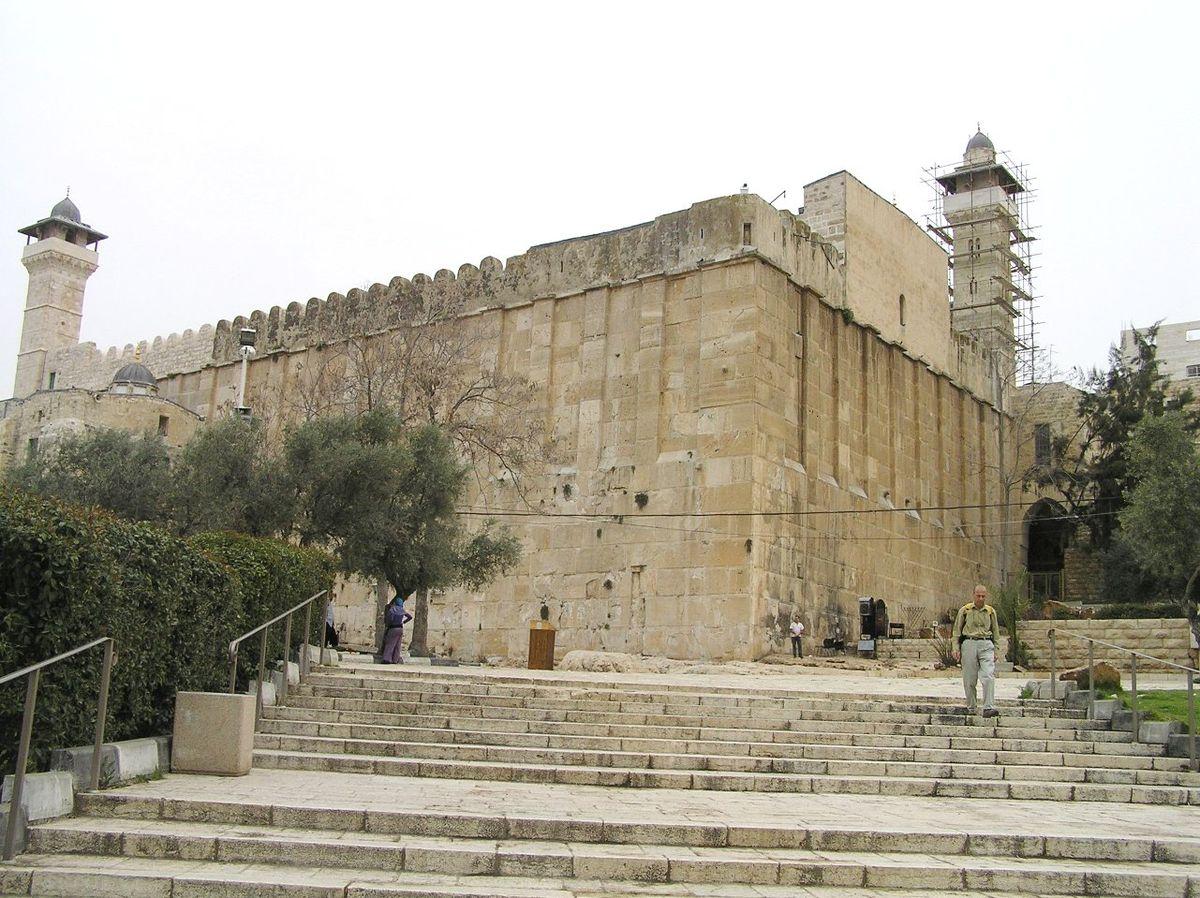 الاحتلال يمدد إغلاق الحرم الإبراهيمي اسبوعا ويهدم العراقيب للمرة 182