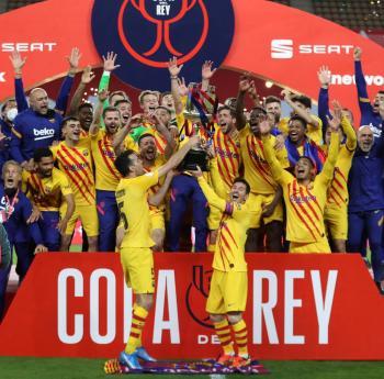 برشلونة يسحق أتلتيك بلباو برباعية ..  ويحرز كأس إسبانيا