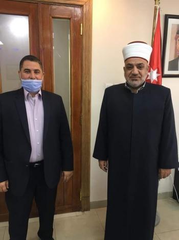 وزير الاوقاف يلغي قرار إخلاء سكن الامام دبش