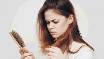 طرق للتعامل مع تساقط الشعر بعد كورونا