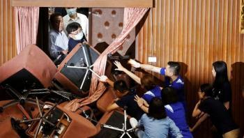 شجار حاد داخل البرلمان التايواني