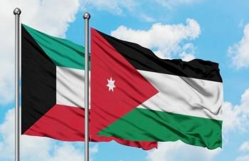 الصفدي ونظيره الكويتي يؤكدان ضرورة وقف التصعيد في فلسطين