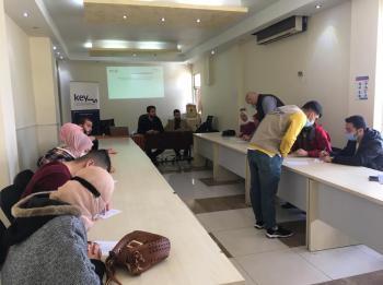 جلسة تعريفية ببرنامج قادة مناظرات الأردن في جرش