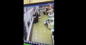 شاهد  3 نساء يسرقن عطوراً من أحد المحال