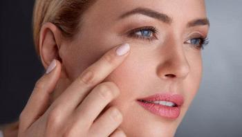 وصفات طبيعية للتخلّص من تجاعيد العين قبل عيد الفطر