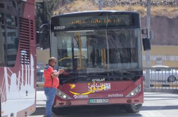 7121 مستخدما للباص السريع الخميس