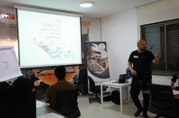 أورانج تعقد ورش عمل بالشراكة مع فنان الكاريكاتير العبداللات بعنوان انهض