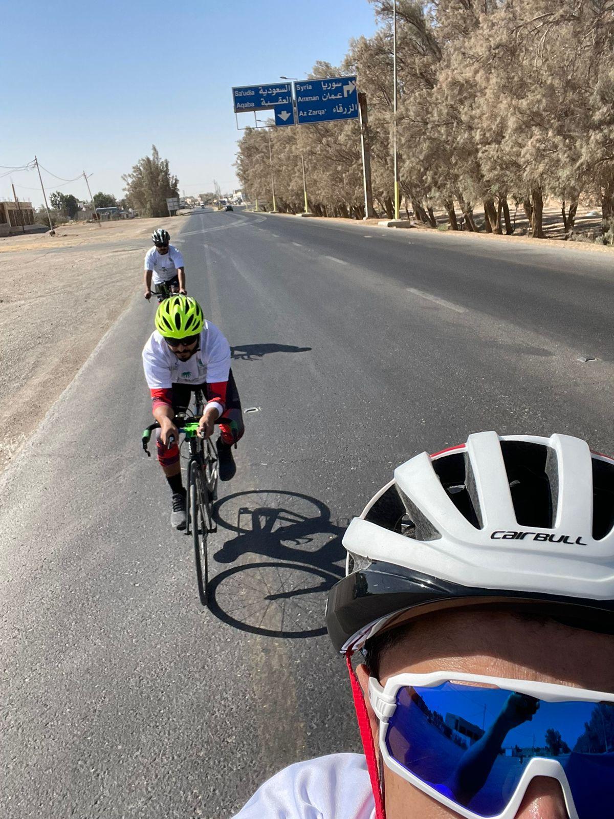 احتفالا باليوم الوطني السعودي ..  دراجون يقطعون 155 كم إلى الأردن