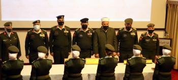 دورة الضباط الجامعيين المهنيين 21 إناث يؤدين القسم القانوني