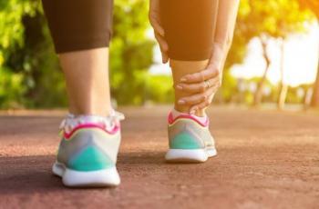 5 علاجات بسيطة للتخلص من تورم القدمين