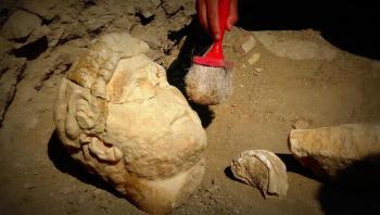 اكتشاف تمثال رخامي كبير في تركيا لأحد أشهر الأباطرة الرومان عمره 2000 عام