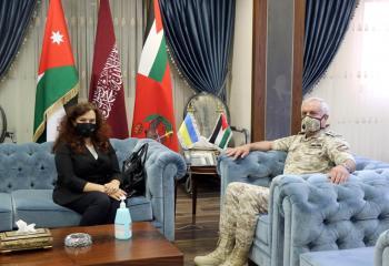 رئيس هيئة الأركان يلتقي السفيرة الأوكرانية