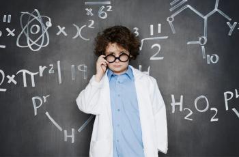 دراسة: الأطفال يتعلمون اللغة بجزئي الدماغ على عكس البالغين