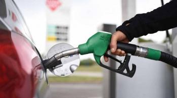 الحكومة: انخفاض أسعار البنزين عالميا