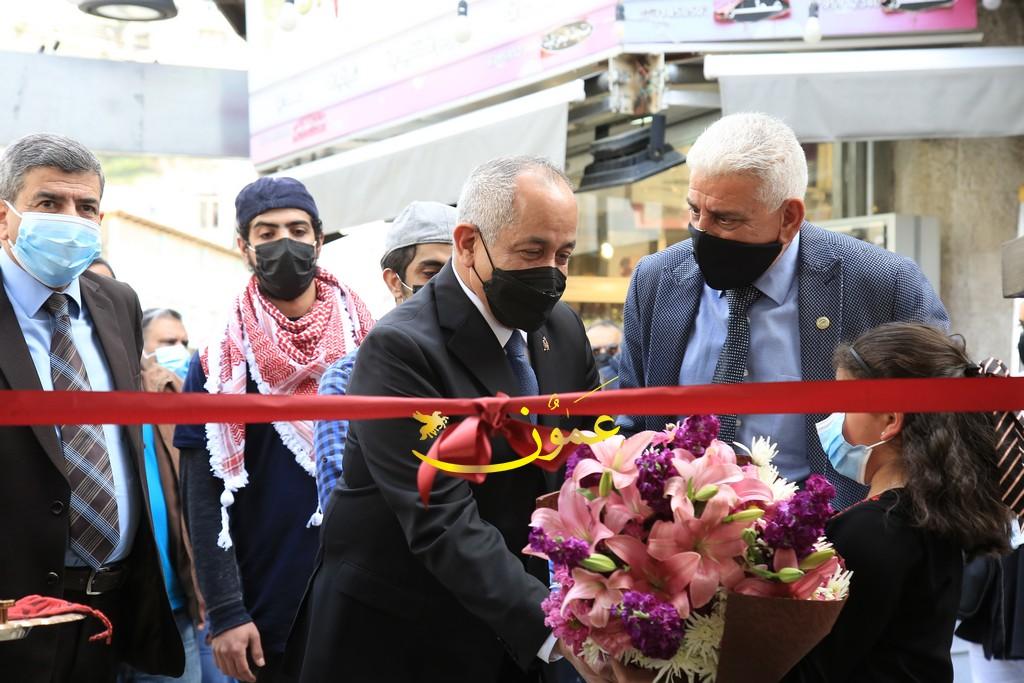 مندوبا عن جلالة الملك وزير الثقافة  يفتتح مكتبة الجاحظ في وسط العاصمة