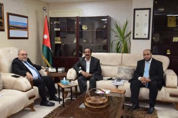 بحث التعاون بين الهاشمية وجمعية الشهيد راشد الزيود