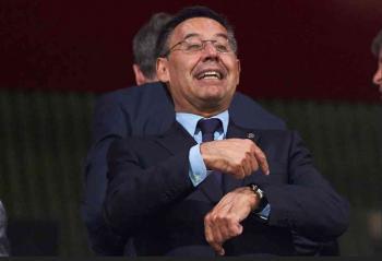 رئيس برشلونة يواجه اقتراعاً على حجب الثقة