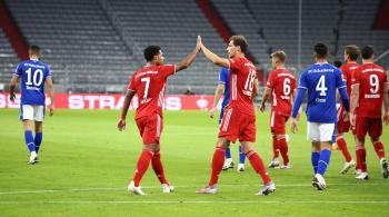 بايرن ميونخ يسحق شالكه في افتتاح الدوري الألماني