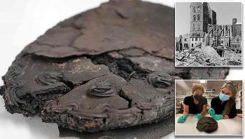 اكتشاف مذهل ..  كعكة لوز وبندق عمرها 80 عاماً