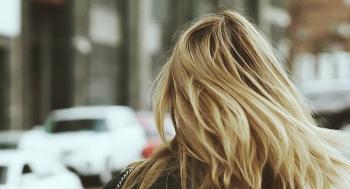 نصائح ذهبية لتفادي تساقط الشعر في الشتاء