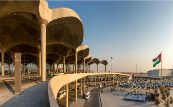 النقل توضح: الملكية ستسير رحلات برية بين مطار الملكة علياء ودمشق