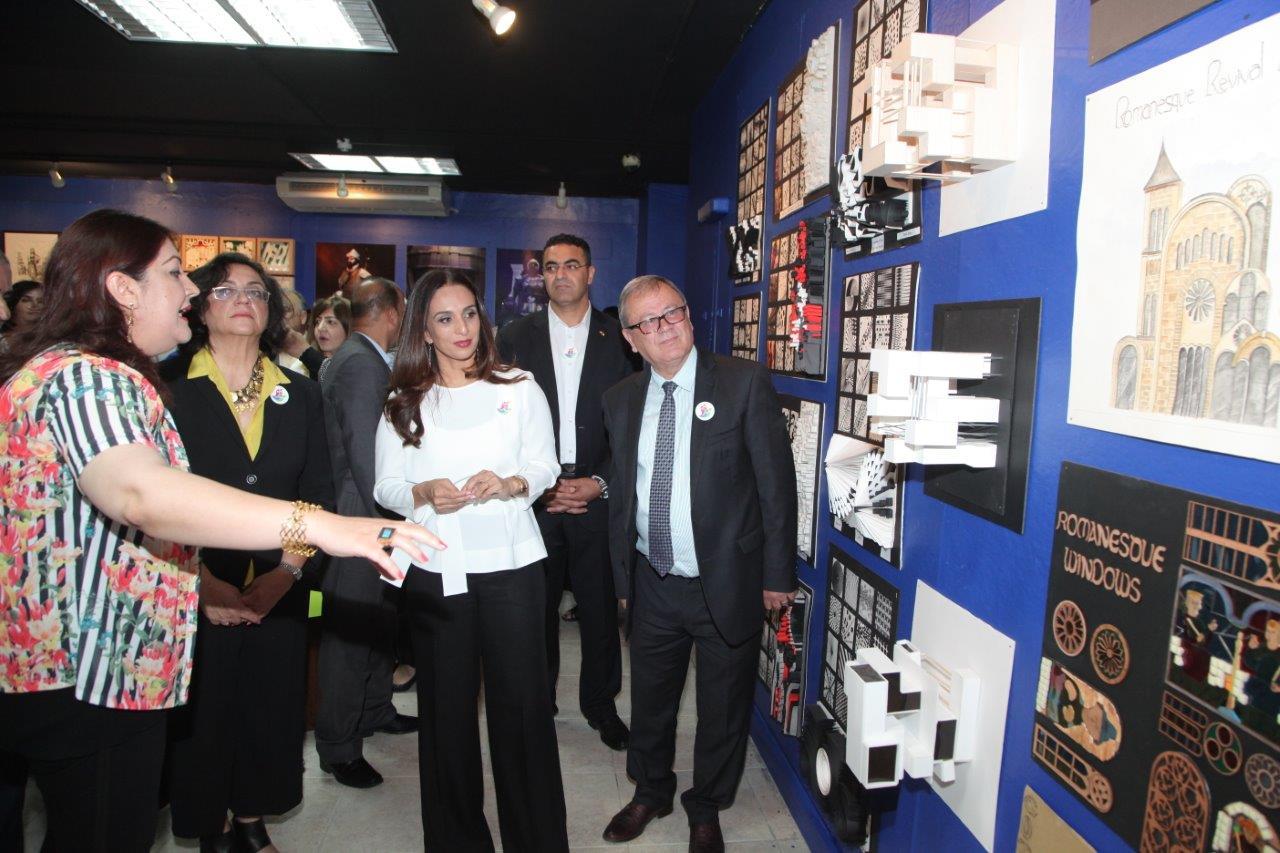 الأميرة رحمة تفتتح معرض أعمال طلبة العمارة في البترا