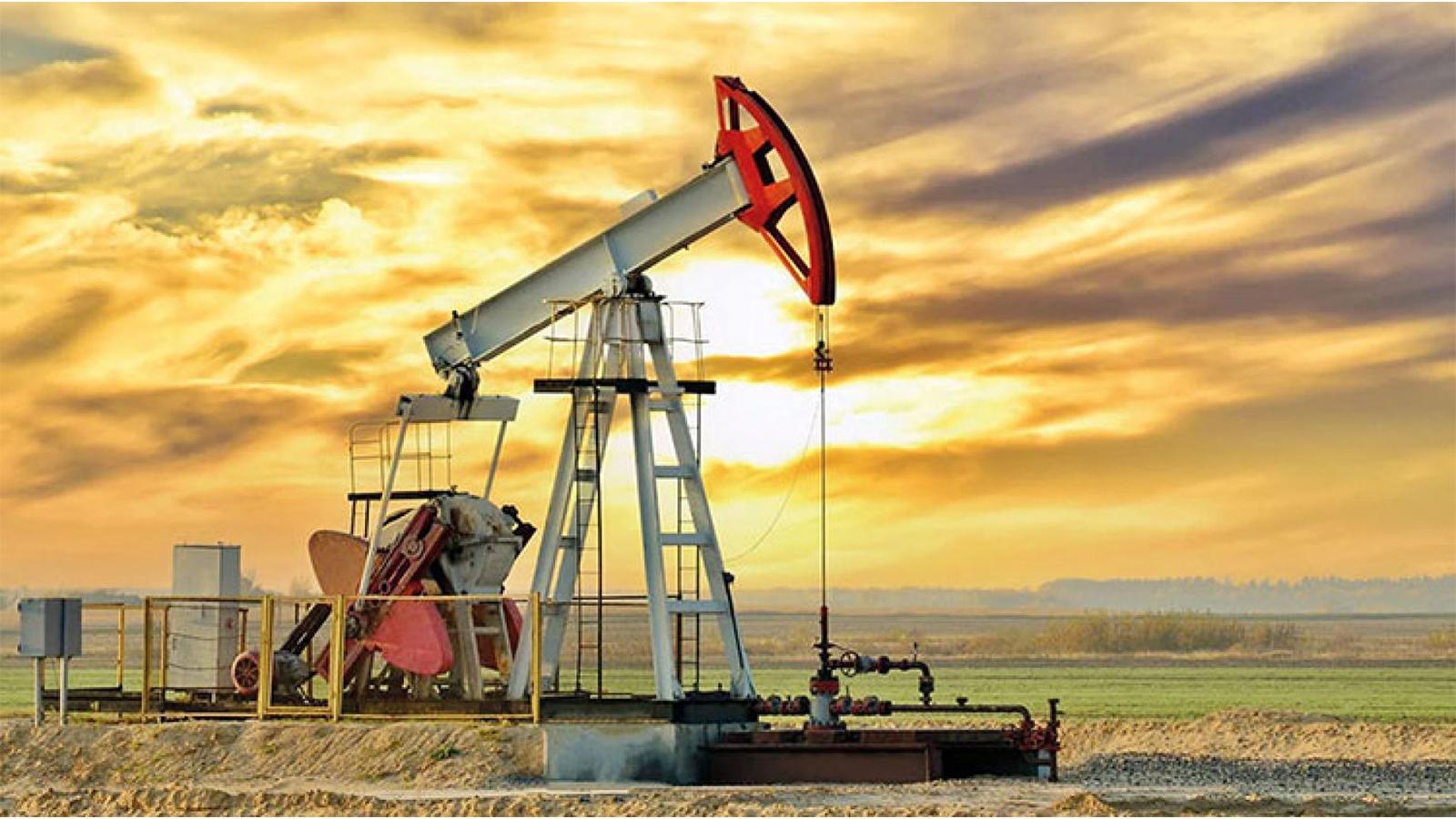 انخفاض أسعار النفط وبرنت في طريقه لأول خسارة أسبوعية في 7 أسابيع