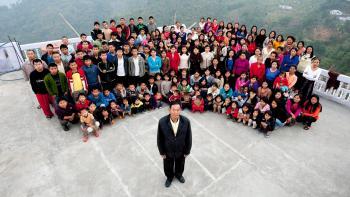 وفاة رب أكبر أسرة في العالم