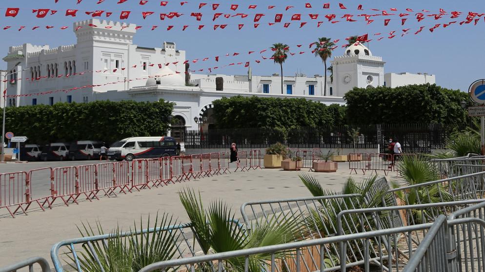 الرئيس التونسي يفرض حظر التجول ليلا حتى الجمعة