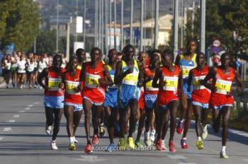 كينيا تتوج بماراثون عمان