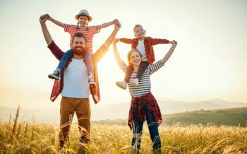 هل الفرح والسعادة شعورٌ واحد؟