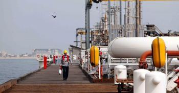 إيران تعلن أن الولايات المتحدة وافقت على رفع عقوبات النفط والشحن