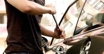 مجهول يسرق 19 ألفا و625 دينارا من داخل مركبة شركة