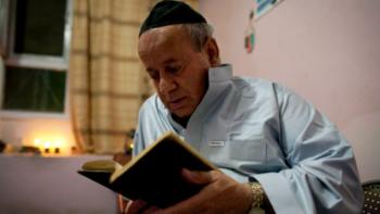 آخر يهودي في أفغانستان يطلق زوجته