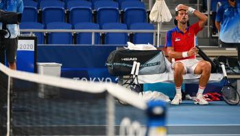 زفيريف يهزم ديوكوفيتش في قبل نهائي فردي التنس