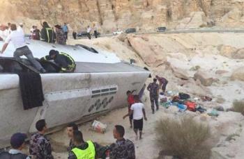 6 وفيات و38 اصابة بتدهور حافلة معتمرين في الطفيلة (اسماء، صور)