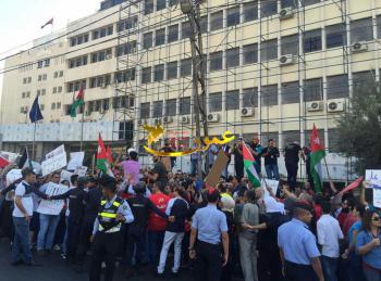يساريون يحتجون ضد اتفاقية الغاز