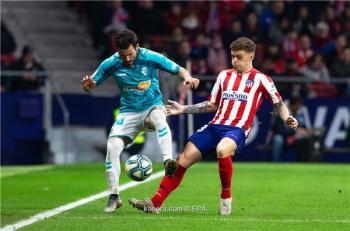 عملاق إنجليزي يفكر في ظهير أتلتيكو مدريد