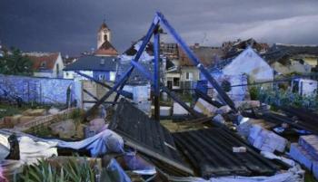 100 مصاب على الأقل في إعصار مدمر بالتشيك