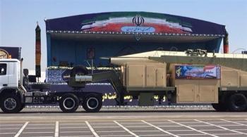 إيران تكشف عن صاروخ خرمشهر الباليستي