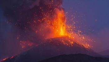 ثوران بركان في جزيرة لا بالما الإسبانية بالمحيط الأطلسي
