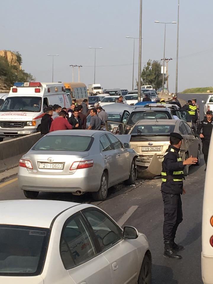 3 إصابات بتصادم 8 مركبات على طريق عمان-اربد