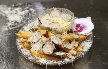 أغلى طبق بطاطا مقلية في العالم بـ 200 دولار مع رشة من غبار الذهب