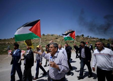 1500 معتقل فلسطيني يواصلون إضرابهم عن الطعام لليوم الثامن
