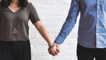 5 مؤشرات على أن زوجتك تحب التحدث عن حياتكما الزوجية
